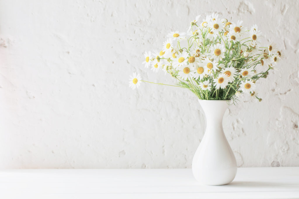 Home decorating ideas on a budget: use fresh flowers