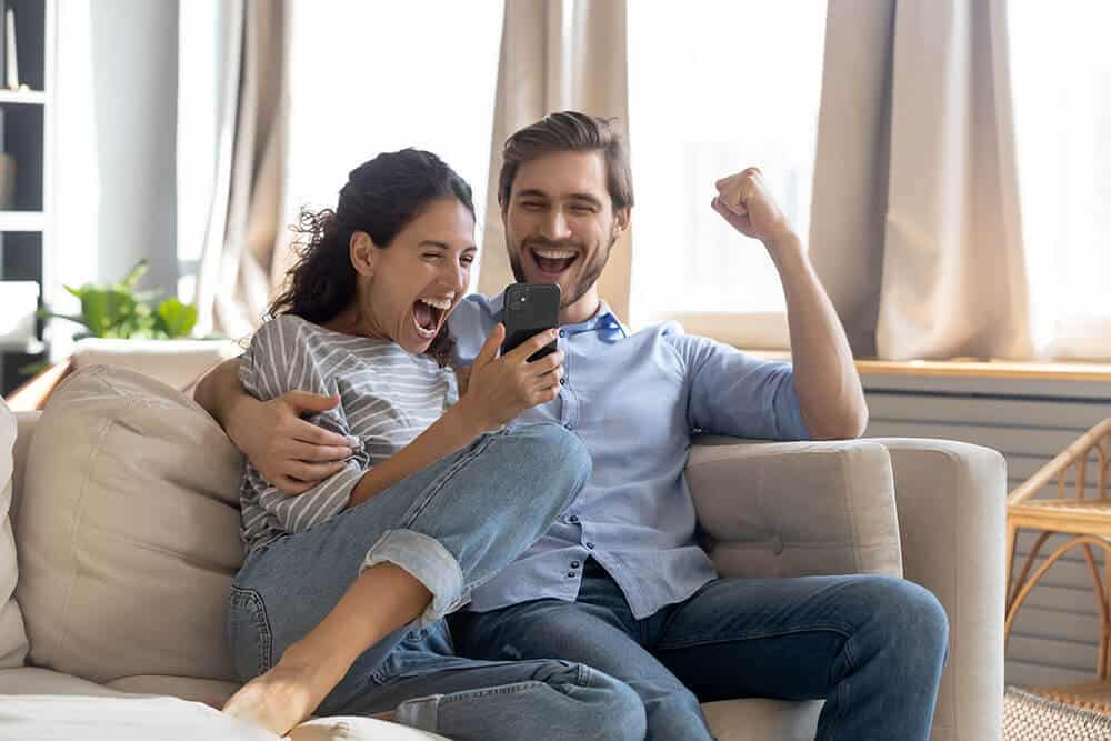 Happy couple after getting loans without credit check